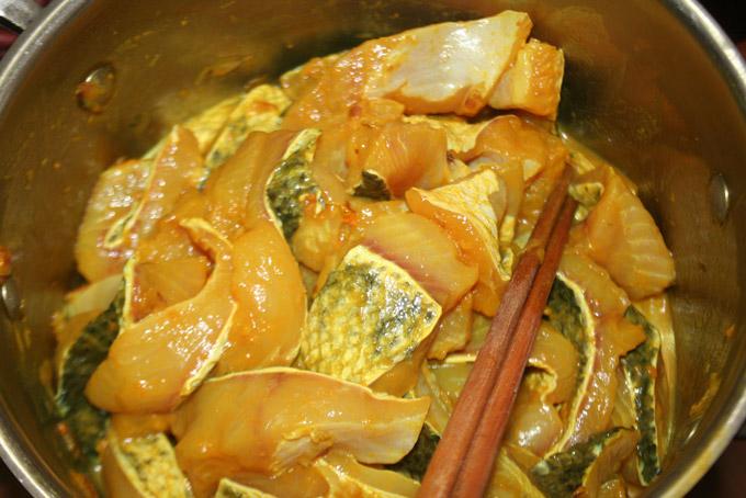 Cách làm chả cá Lã Vọng Hà Nội ngon nhất là được tẩm ướp từ 2 – 3 tiếng.
