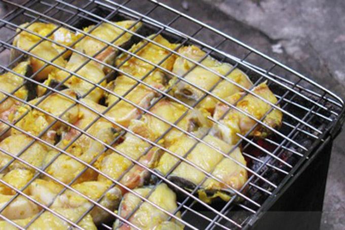 Nướng chả cá ngon Lã Vọng phải để lửa vừa vừa