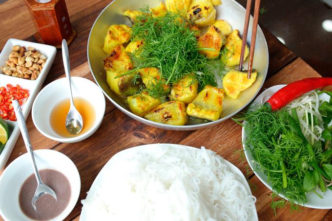 Cách ăn chả cá ngon Lã Vọng – món ngon Hà Nội