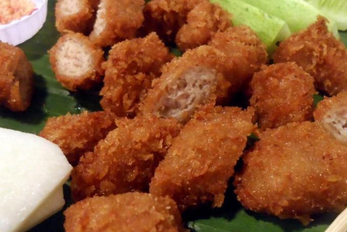 Nem chua rán Hà Nội là thức quà ăn ngon nổi tiếng