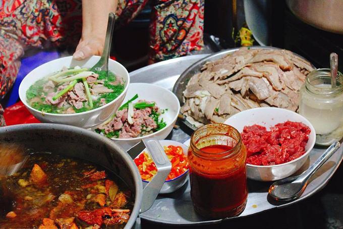 Phở là đặc sản Hà Nội nổi tiếng biết bao đời nay của người dân Thủ Đô
