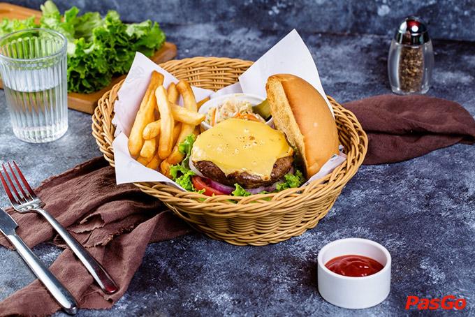 Nhà hàng Olearys Bà Triệu 3