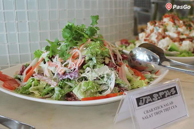 Những món salad tươi mát chỉ nhìn không thôi là đã thấy mê rồi.
