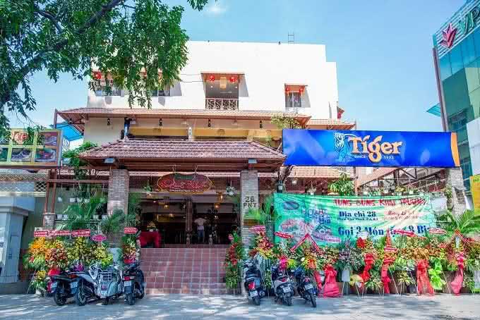 nhà hàng Quê Nhà Phạm Ngọc Thạch17