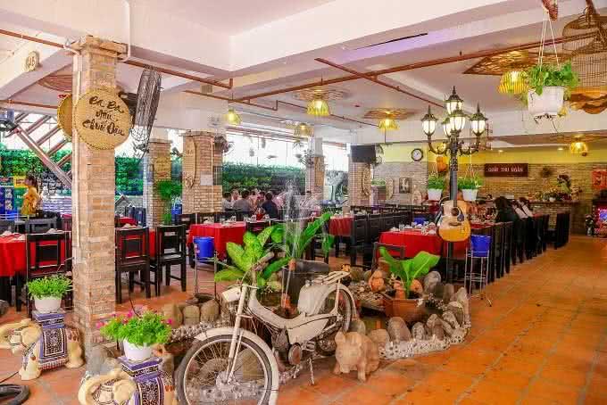 nhà hàng Quê Nhà Phạm Ngọc Thạch15
