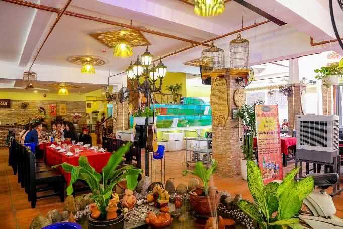 nhà hàng Quê Nhà Phạm Ngọc Thạch14