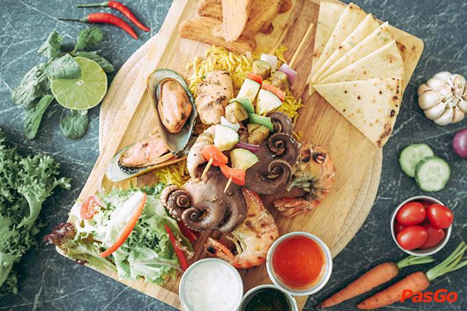 Nhà hàng Oia Castle - Bistro Cafe Tôn Thất Đạm 2