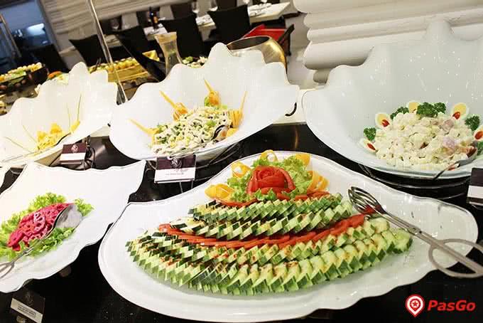 Quầy tráng miệng hấp dẫn Buffet Sứ 64 Nguyễn Du