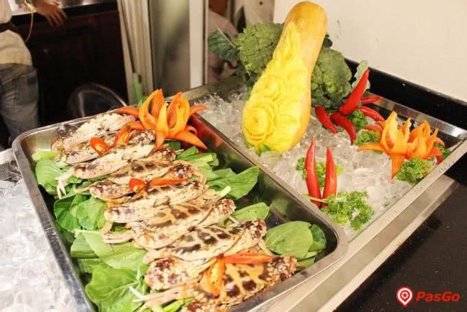 Mực nướng cũng có tại Buffet Sứ 64 Nguyễn Du