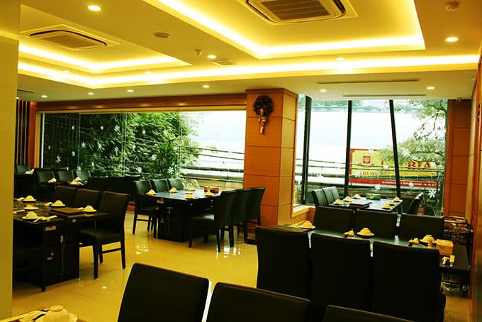 Không gian của nhà hàng chen