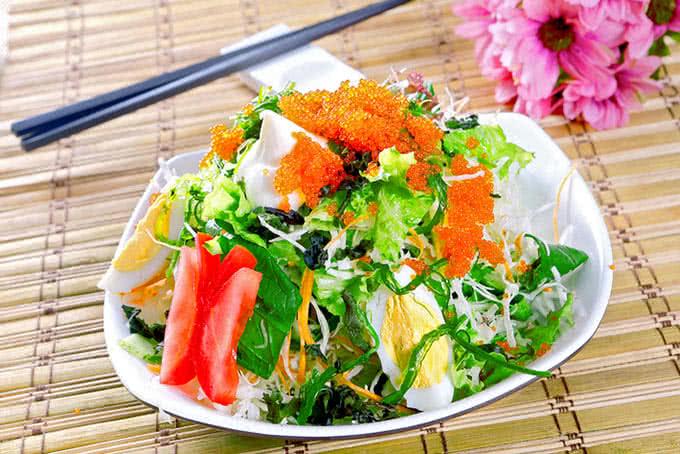 Salad thanh mát tại Nhà hàng Habit BBQ