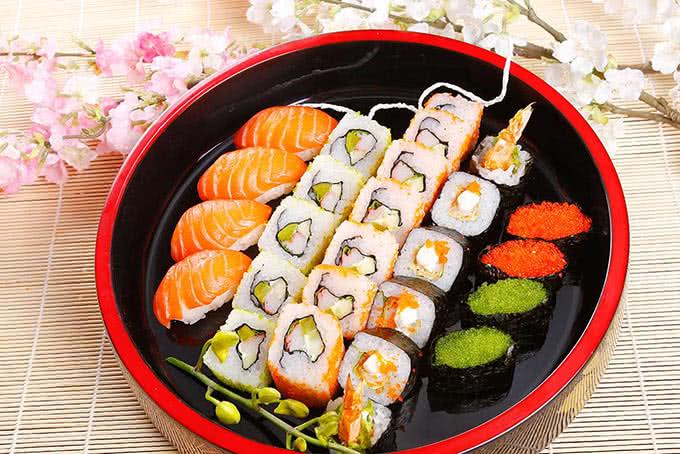 Sushi, sashimi tươi rói, đầy đặn, cuộn đều tay tại Nhà hàng Habit BBQ