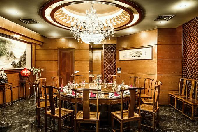 nhà hàng Hải Cảng Nguyễn Chi Thanh không gian 2