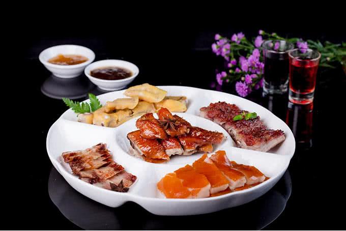 nhà hàng Hải Cảng Nguyễn Chí Thanh món ăn