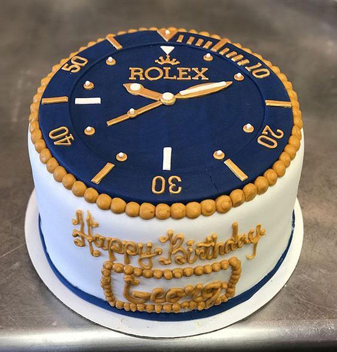Đồng hồ Rolex cổ điển, sang trọng cũng là một gợi ý hình bánh sinh nhật độc đáo