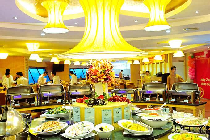 Buổi tiệc gia đình hạnh phúc, vui vẻ trong không gian ấm áp tại Nhà hàng ngọc mai vàng