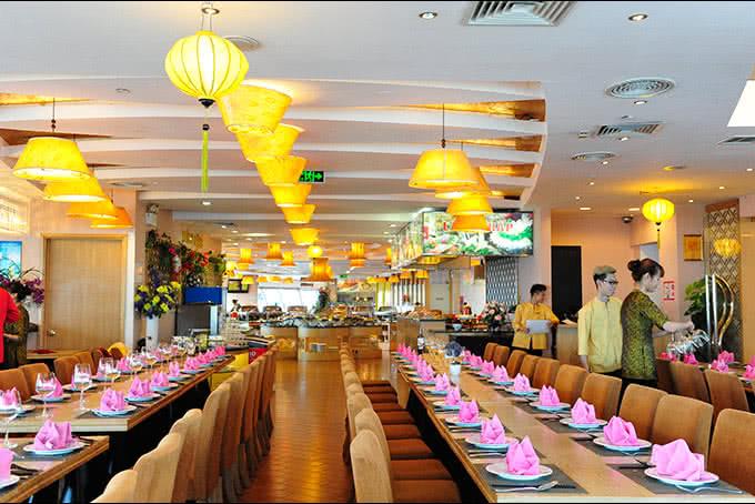 Không gian với tông vàng Nhà hàng ngọc mai vàng