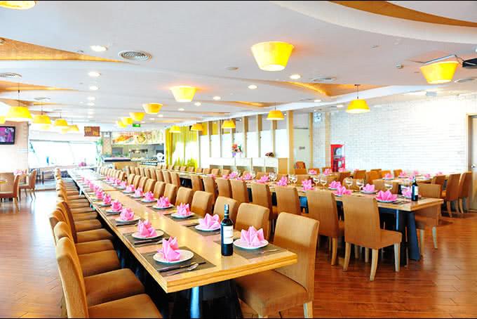 Không gian Nhà hàng ngọc mai vàng