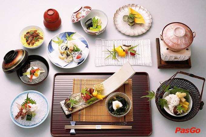 Ẩm thực Nhật Bản theo mùa và sushi là một đại diện điển hình 1