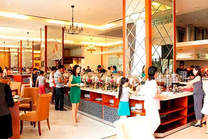 Thưởng thức bữa tiệc buffet Á - Âu tại khách sạn 5 sao1