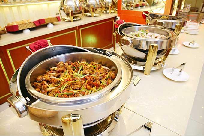Thưởng thức bữa tiệc buffet Á - Âu tại khách sạn 5 sao2