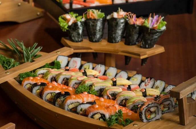 Sushi Nhật Bản buffet bay hoàng ngân