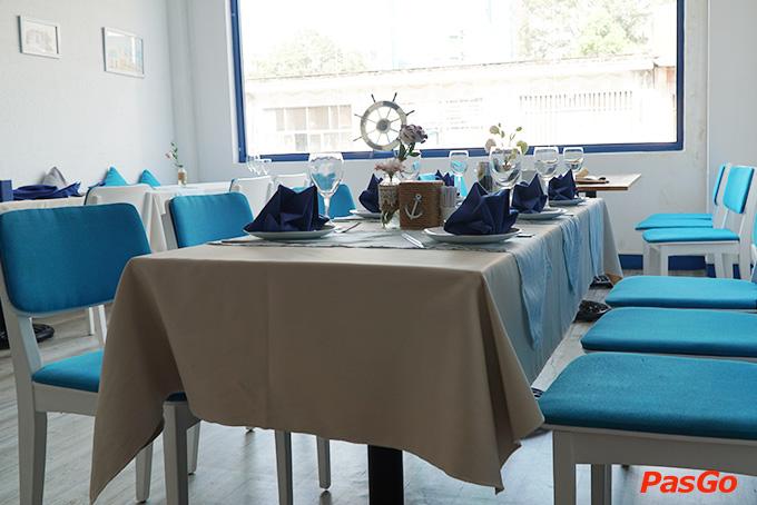 Nhà hàng Oia Castle - Bistro Cafe Tôn Thất Đạm 15