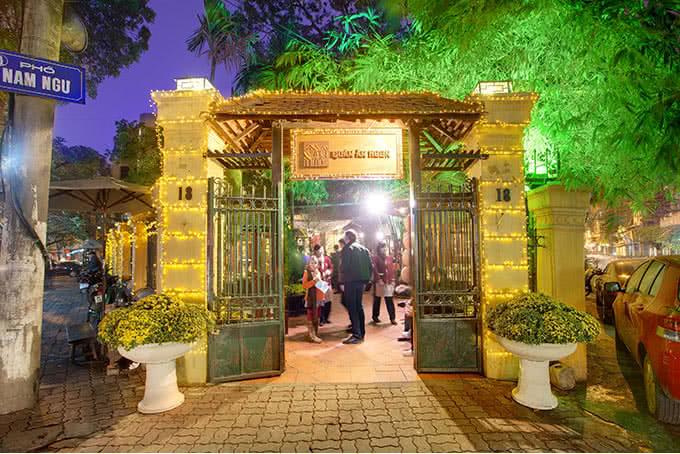 Kiến trúc thời Pháp của quán ăn ngon Phan Bội Châu