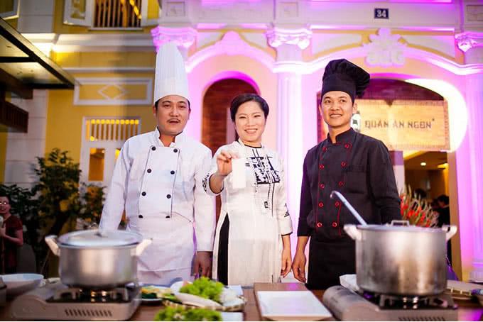 Đầu bếp của quán ăn ngon 18 Phan Bội Châu