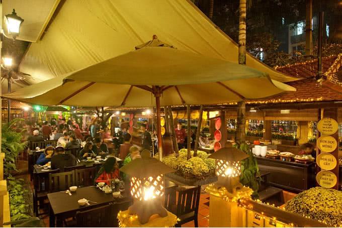 Khung cảnh quán ăn ngon 18 Phan Bội Châu