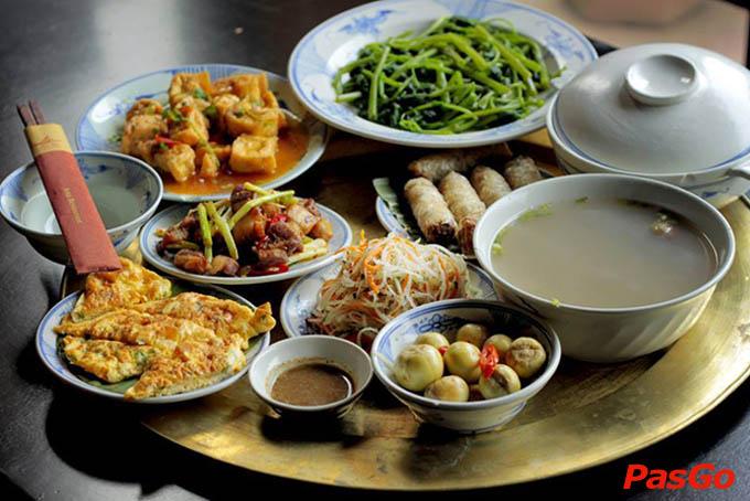 """Thưởng thức món ăn """"nhà quê"""" ngay giữa lòng Sài Gòn 1"""